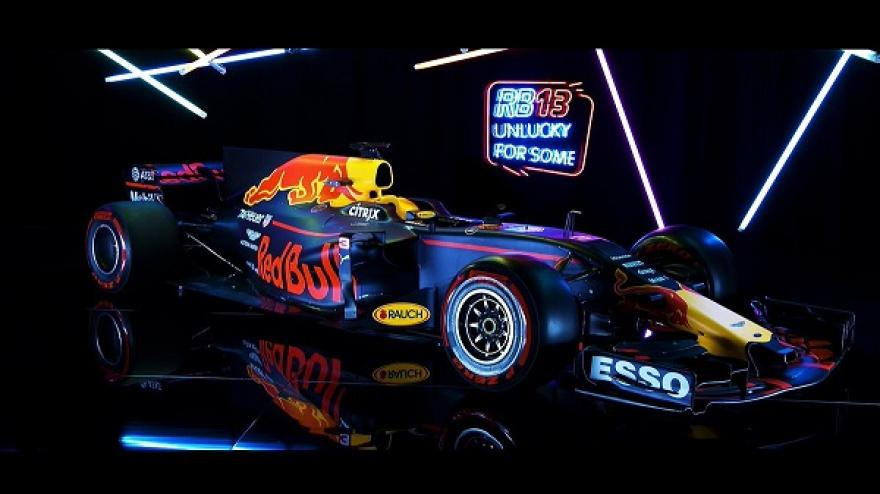 Matt festéssel támad a Red Bull RB13-as