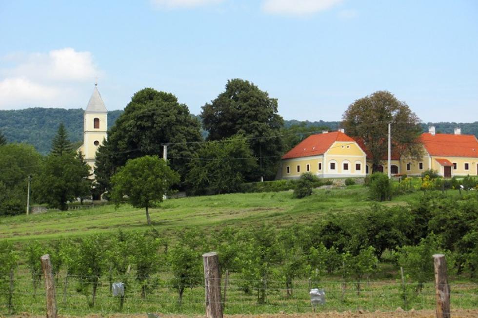 Szirák az ország északi részének közepén, Nógrád megye délkeleti sarkában, a Bér patak völgyében, a [] tovább.