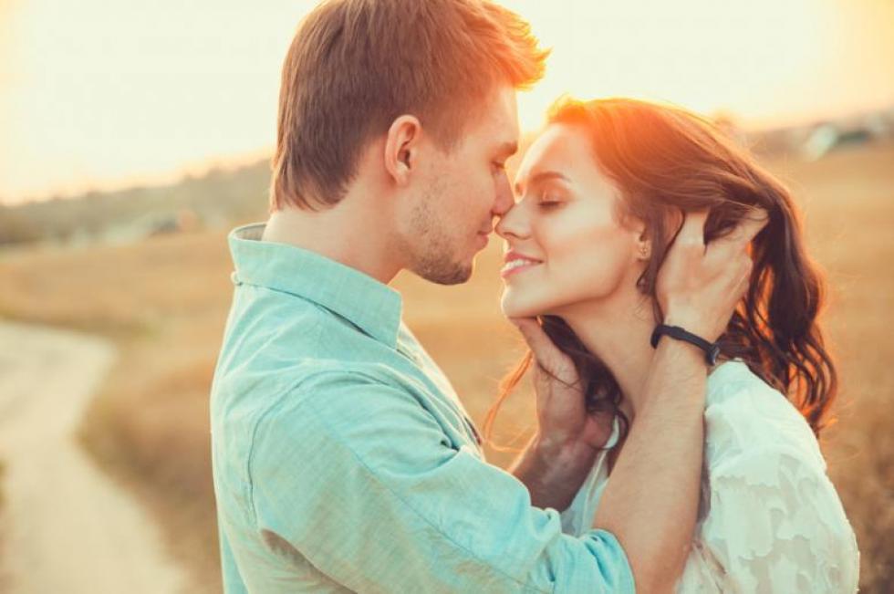 mennyi idő után csókolni