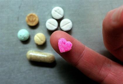 Ecstasy miatt hallt meg a 15 éves lány - 9szeres túladagolás két  tablettával! 0c0f9d630e