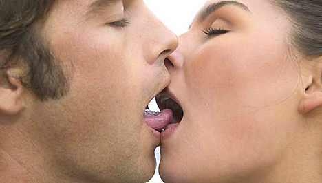 Megfigyelte már Ön, hogy melyik oldalra billenti fejét csókolózás közben?
