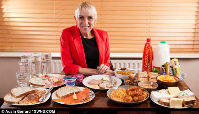 Ételhegyek: Julie Dunbar kénytelen napi 5000 kalóriát enni, ha nem akar az életével játszani.