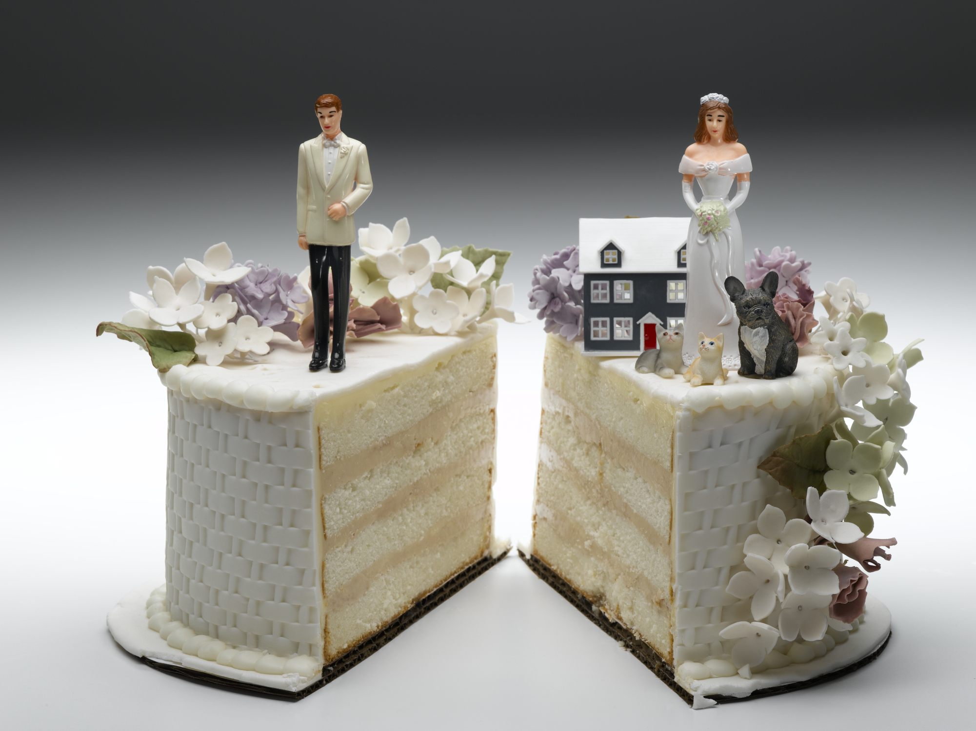 756275140-divorce-cake