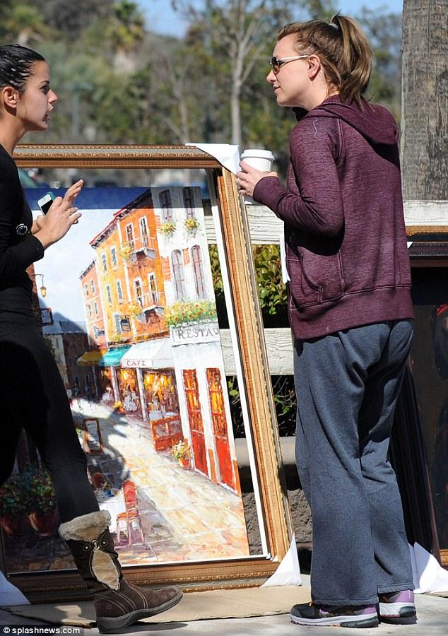 Művészetpártoló: Britney Spears egy út menti árusítóhelyen Kaliforniában.