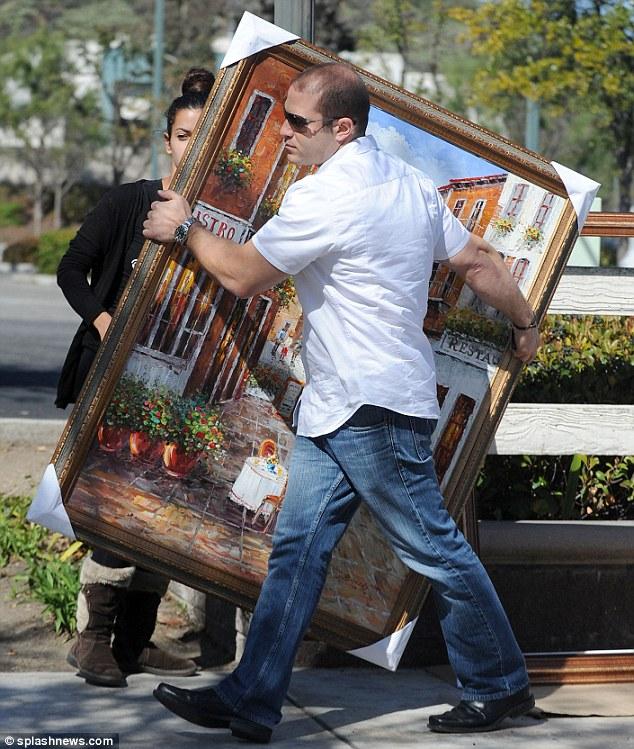 A  festmények 150 és 300 ezer forint között mozogtak.