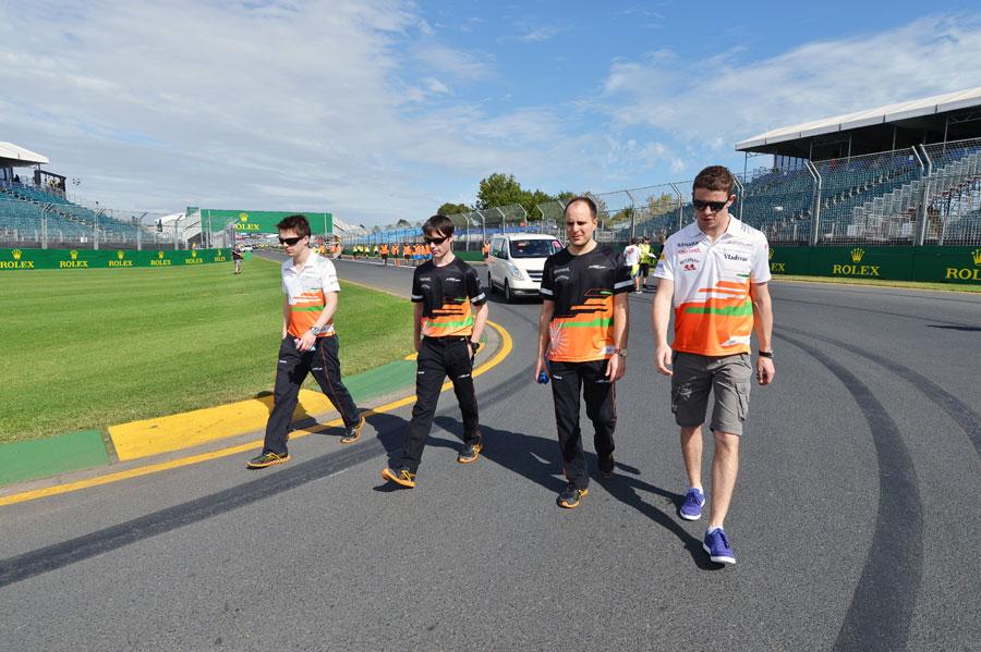 Di Resta egyelőre két lábon - holnap már négy keréken! (c) Sutton Images