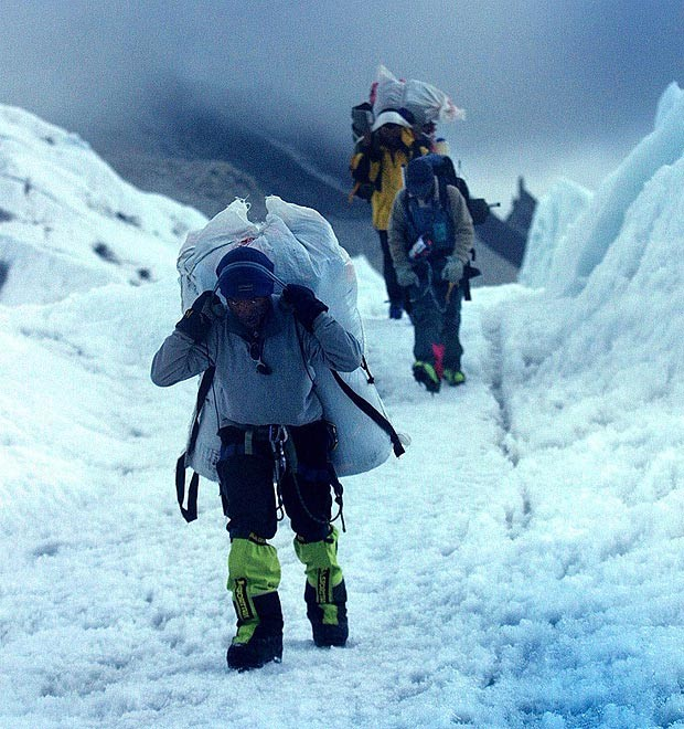 Serpák támadtak hegymászókra a Mount Everesten   Hír.ma