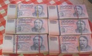 Hamis bankjegykötegek