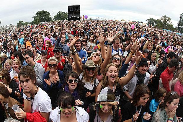 festival_crowd_1744608a