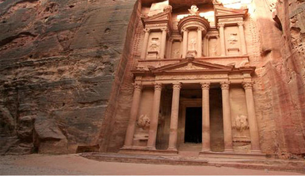 petra_heroimage_dynamic_lead_hero_image