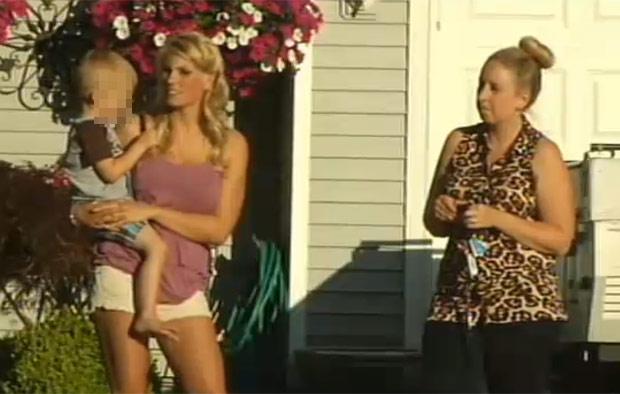 Mireasa (foto drepta), a fost dezamăgită de faptul că nu mai are