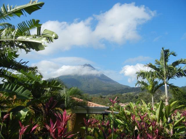 6137065-Arenal_Volcano_near_La_Fortuna_Costa_Rica