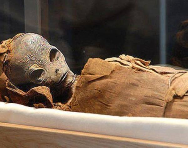 Nem földi eredetű múmia