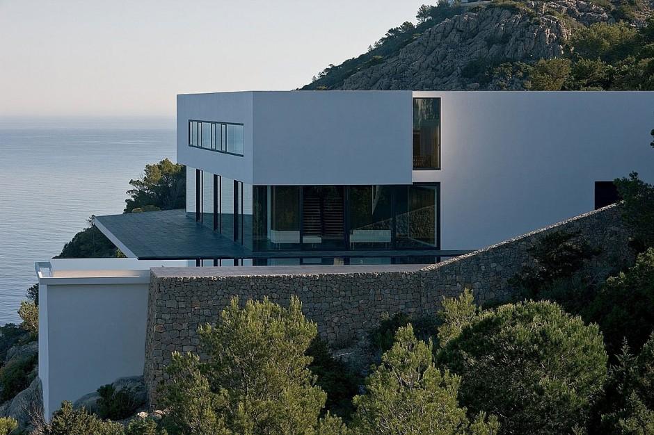 Lovely-Solitary-House-