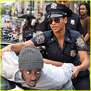 beyonce-police-officer
