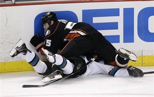 Az Anaheim jégbe döngölte a San Josét (Forrás: kentucky.com)