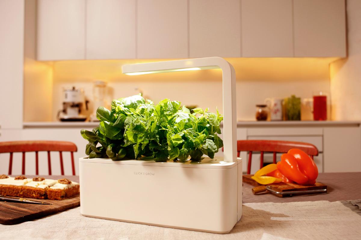 Smart-Herb-Garden_Click-and-Grow (1)