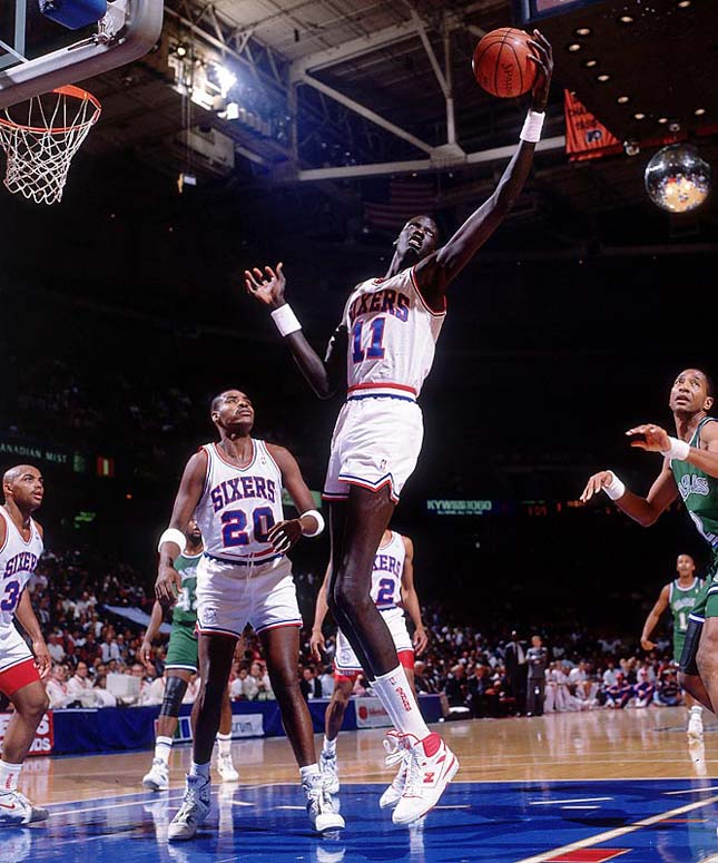 Manute Bol of the Philadelphia Sixers Credit: Manny Millan SetNumber: X40588