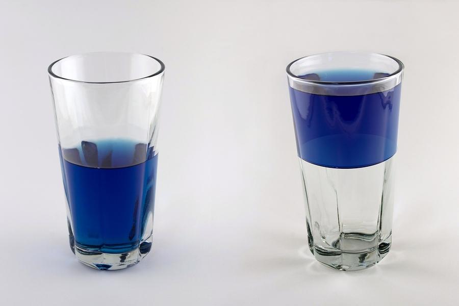 Ha félig tele van, a poharat is kevésbé kell megdönteni