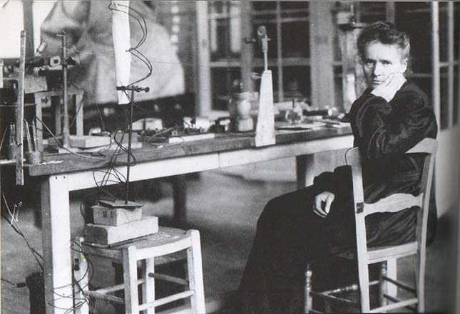 ‎Marie Curie in her laboratory