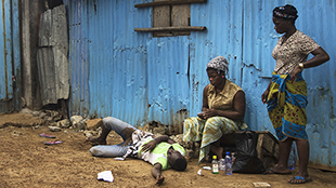 bb4a013c45 Így szenved egy fiatal libériai fiú az ebolától és nem kap segítséget! –  sokkoló videó