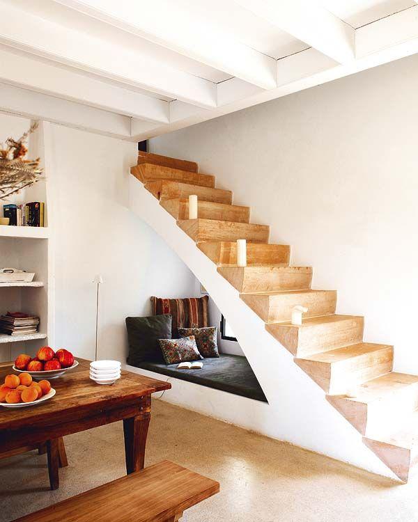 Lépcső alatti búvóhely