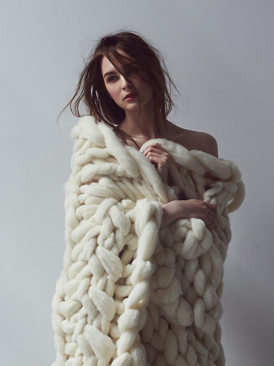 big-sky-blanket-model__880
