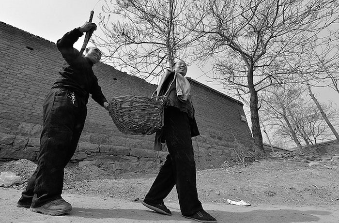 blind-man-amputee-plant-trees-china-9