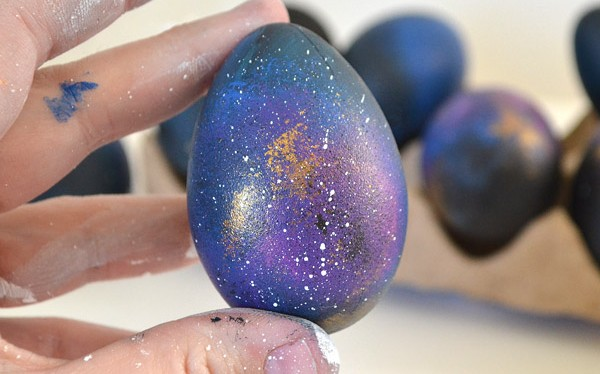 006-galaxy-easter-eggs-dreamalittlebigger-600x374