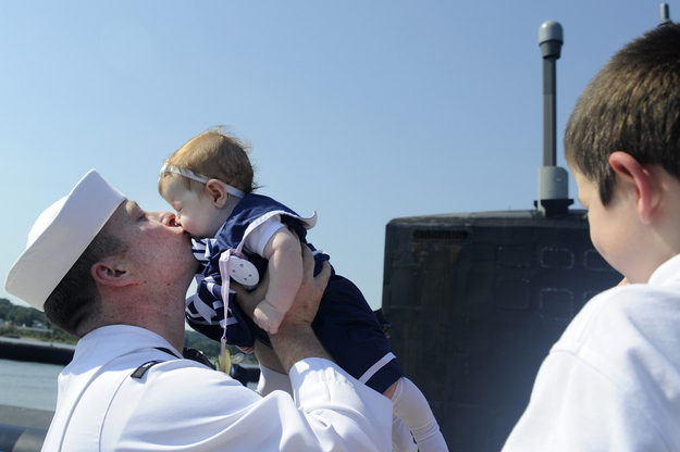 Sailor-Michael-Ball-meets-his-4-month-old-daughter.