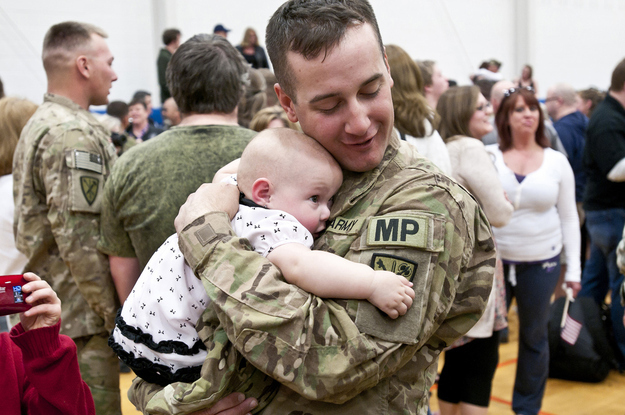 Specialist-Ryan-Tremble-meets-his-9-month-old-daughter-Jade