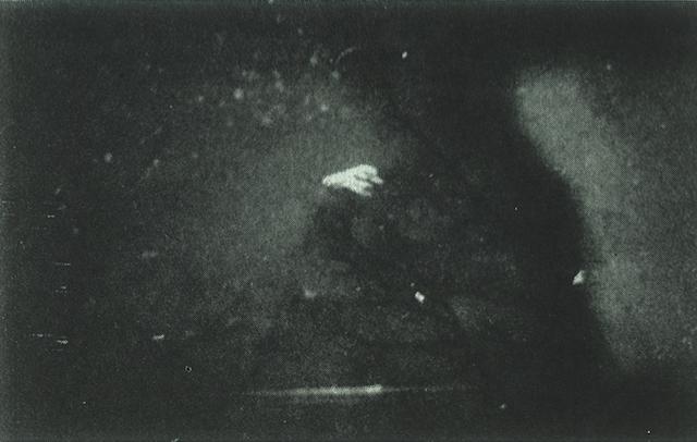 Erről az űrhajóról a felvétel 1983-ban készült New York államban, amikor a Putnam völgy felett háromszög alakú UFO képe rajzolódik ki ultraibolya fény sugárzással. Rejtőzködése