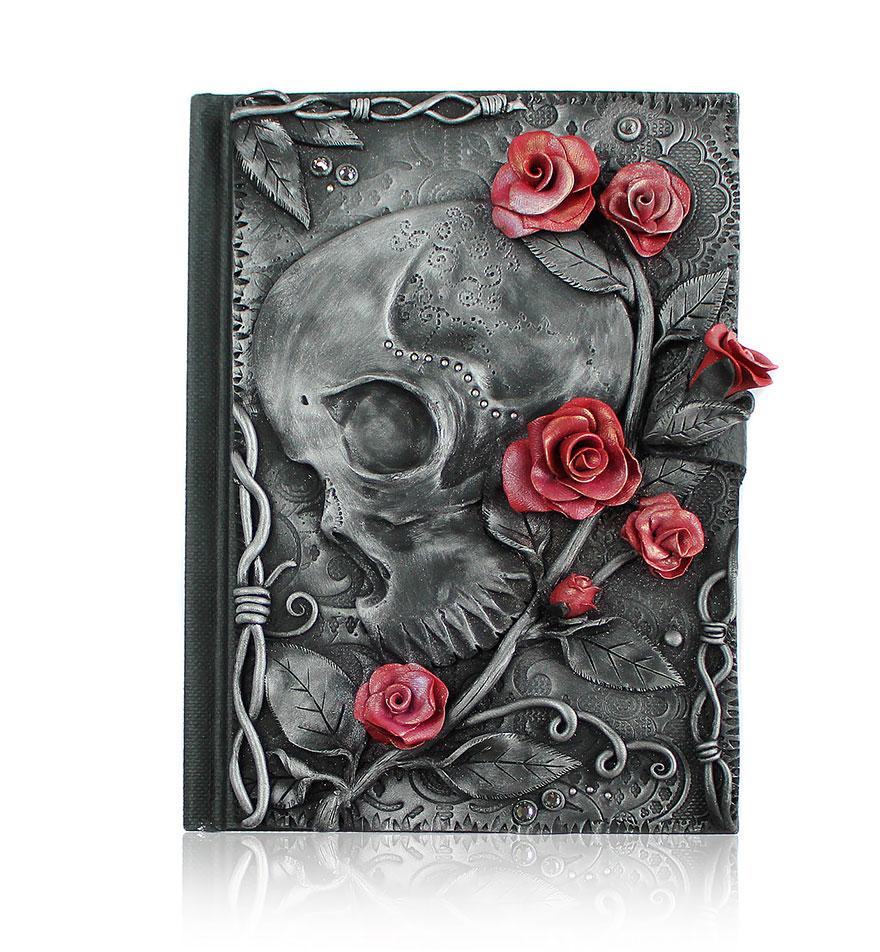 Koponya és rózsa
