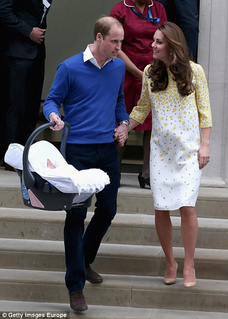283EEB7A00000578-3044227-The_Duke_and_Duchess_of_Cambridge_held_hands_tightly_as_they_wal-a-14_1430641636855