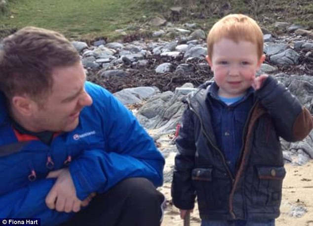 284C75A700000578-3067230-Jacob_is_staying_with_his_paternal_grandparents_on_Islay_while_M-a-88_1430743341932