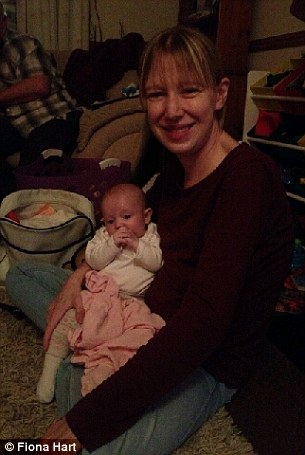 284C75BF00000578-3067230-Mrs_Hart_pictured_with_daughter_Honor_has_written_a_letter_to_he-a-85_1430743327805