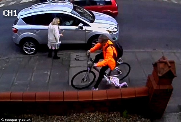 28ED848800000578-3090830-This_is_the_shocking_moment_a_cyclist_ploughed_into_a_three_year-m-2_1432204299240