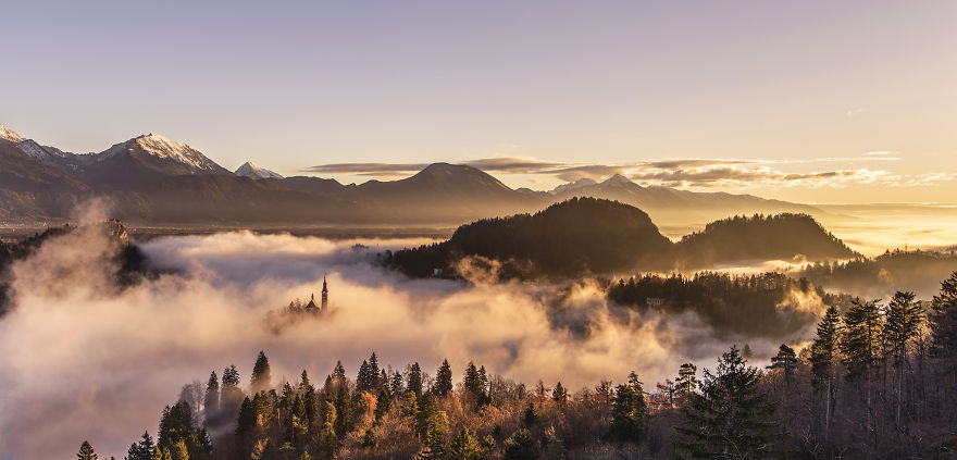 Capturing-a-spectacular-sunrise-at-lake-Bled2__880