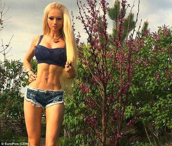 Valeria Lukyanova6