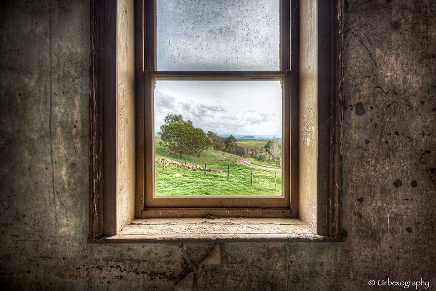 abandoned-rooms-view-windows-2