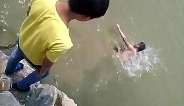 drowning-teen