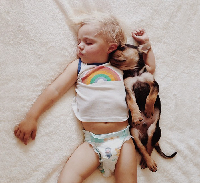 kids-with-dogs-422__700