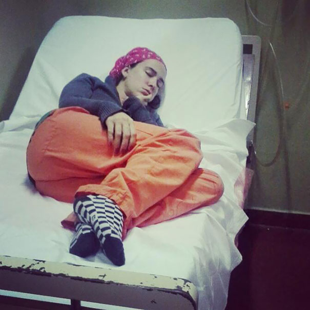 medical-resident-sleeping-overworked-doctors-mexico-yo-tambien-mi-dormi-122__605