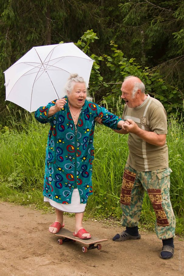 old-couples-having-fun-19__605