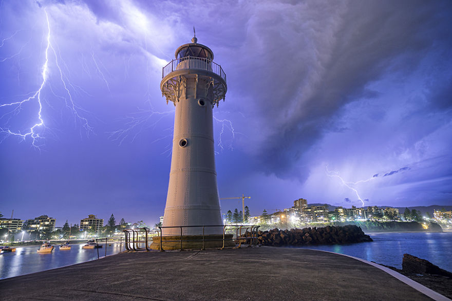 wollongong-storm-lighthouse__880