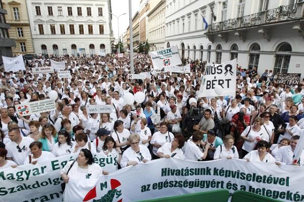 Egészségügyi dolgozók tüntetése - MESZK
