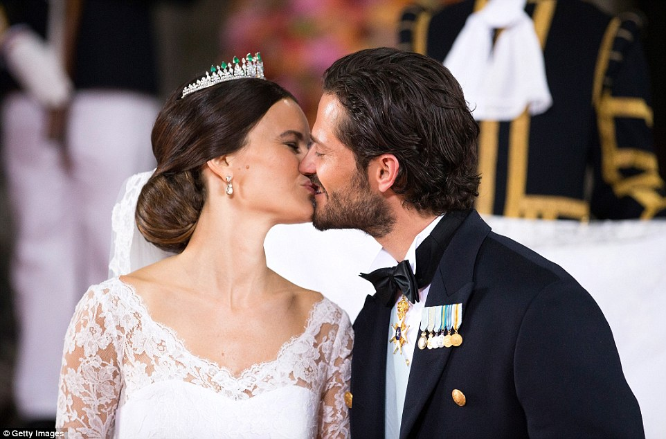 29979C3900000578-3122810-Adoring_Prince_Carl_Philip_of_Sweden_with_his_slicked_back_hair_-a-10_1434256864106
