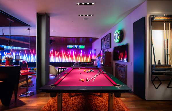 modern-pool-table-600x389