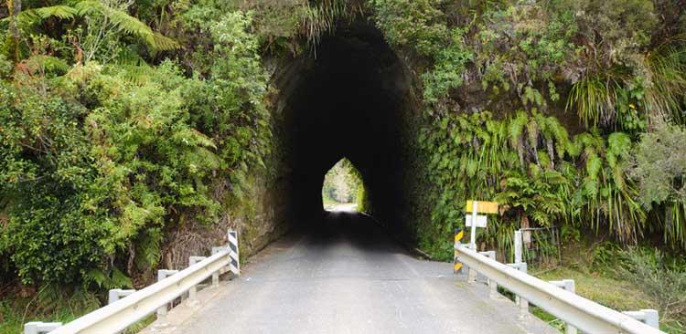 Söfőr nélküli autók és az alagút talán örökös megoldhatatlan problémája!