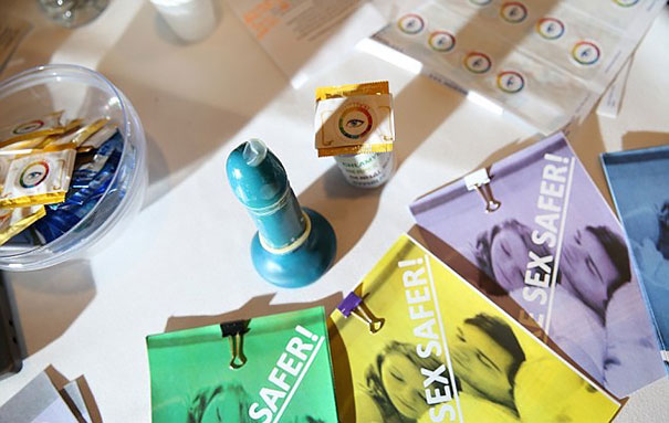 students-invent-condom-changes-color-sti-std-steye-teen-tech-1